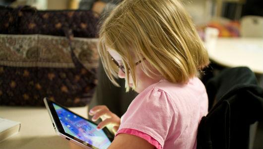 les tablets poden interferir en el desenvolupament emocional dels nens